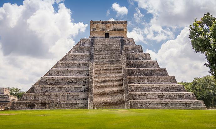 El-Castillo-pyramid-plaza-Toltec-state-Yucatan